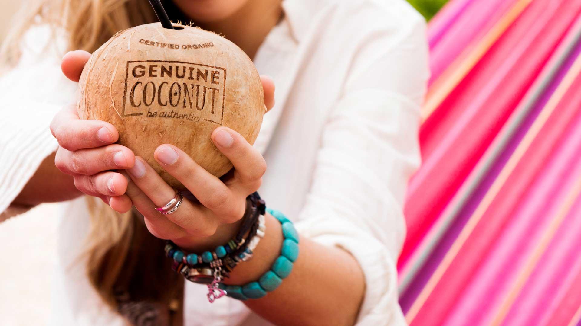 agua-de-coco-genuine-coconut-salud-energia