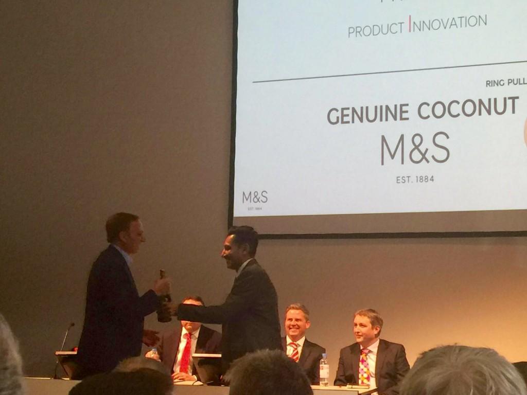 Agua de coco Genuine Coconut Premio innovation MandS